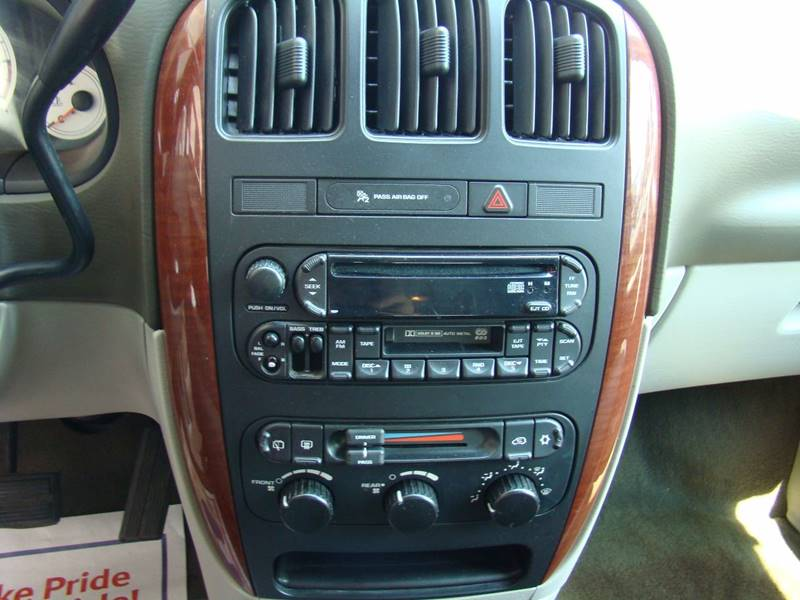 2005 Chrysler Town and Country for sale at GATEWAY AUTO in Lakewood CO