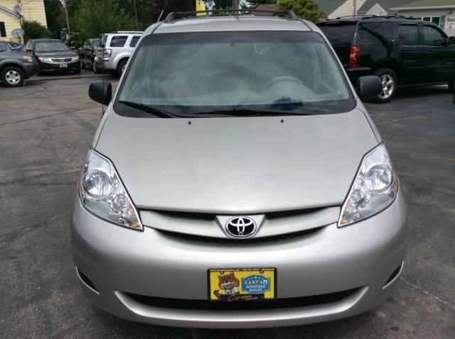 2007 Toyota Sienna for sale at COMPTON MOTORS LLC in Sturtevant WI