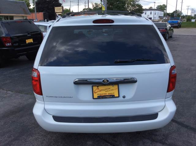 2006 Chrysler Town and Country for sale at COMPTON MOTORS LLC in Sturtevant WI