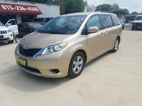 2014 Toyota Sienna for sale in Byron, IL