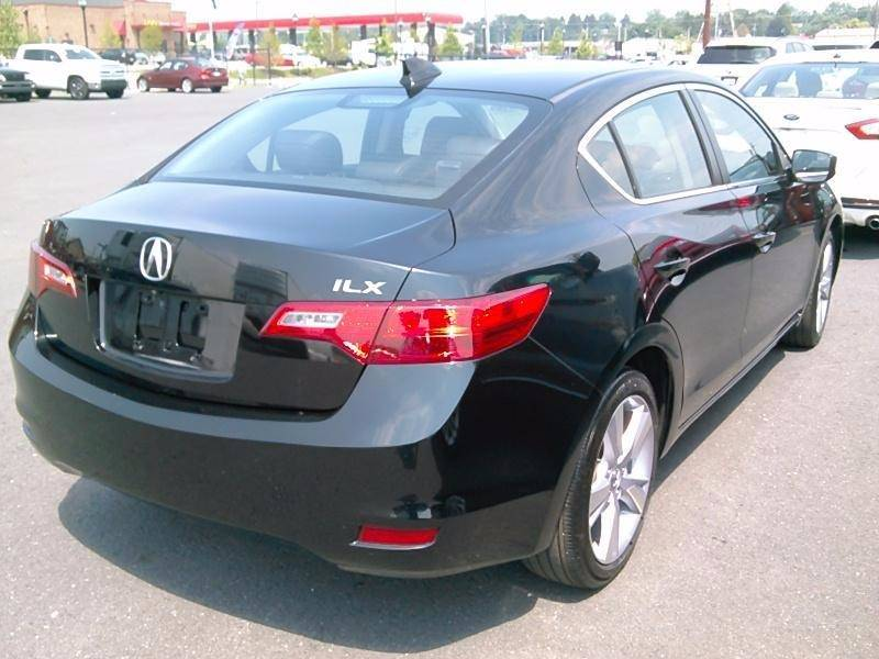2015 Acura ILX 2.0L 4dr Sedan w/Technology Package - Woodside NY