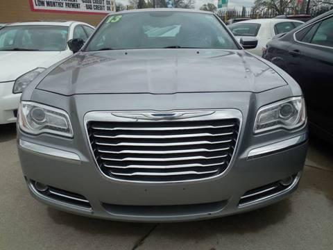 2013 Chrysler 300 for sale in Hazel Park, MI
