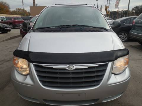 2006 Chrysler Town and Country for sale in Hazel Park, MI