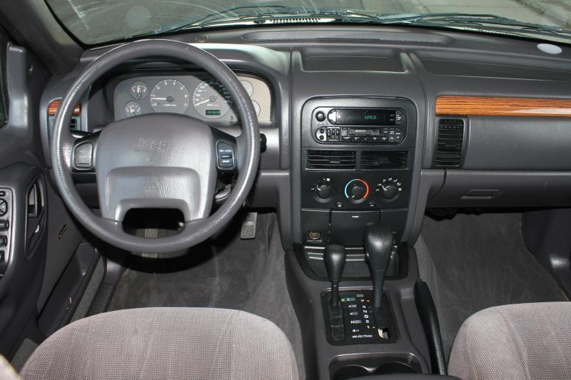1999 Jeep Grand Cherokee for sale at Apple Auto in La Crescent MN