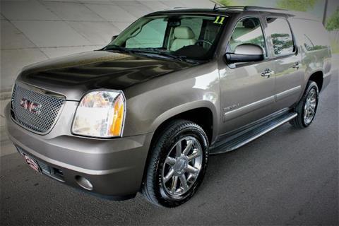 2011 GMC Yukon XL for sale at Apple Auto in La Crescent MN