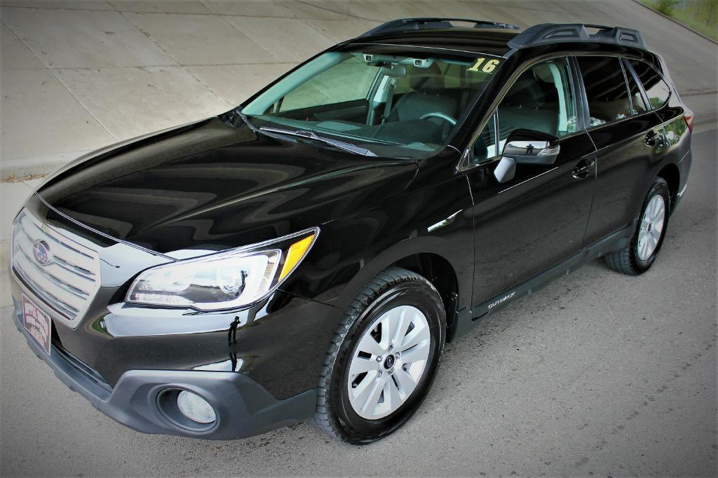 2016 Subaru Outback for sale at Apple Auto in La Crescent MN