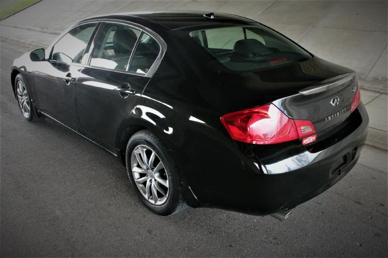 2009 Infiniti G37 Sedan for sale at Apple Auto in La Crescent MN