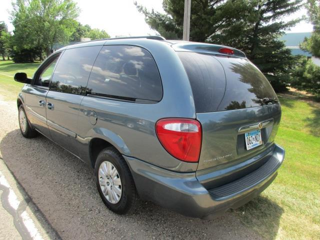 2006 Chrysler Town and Country for sale at HUDSON AUTO MART LLC in Hudson WI