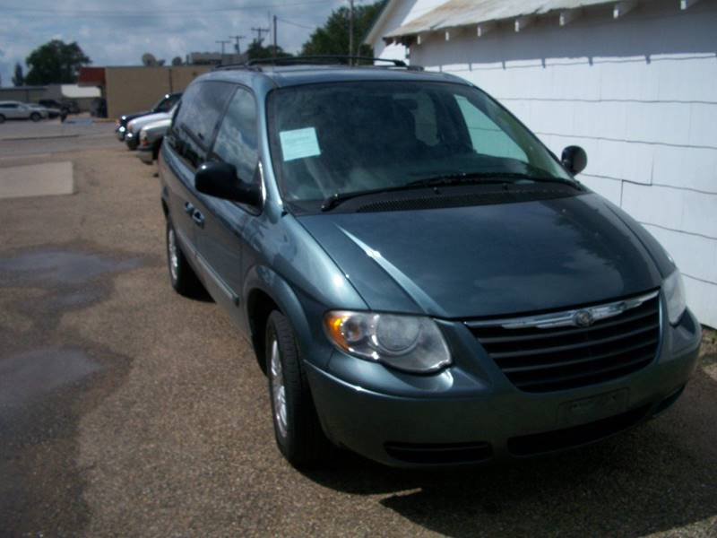 2006 Chrysler Town and Country for sale at W & W MOTORS in Clovis NM
