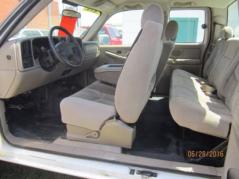 2005 GMC Sierra 2500HD for sale at W & W MOTORS in Clovis NM