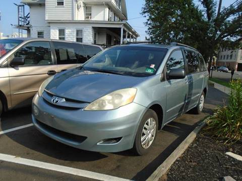 2006 Toyota Sienna for sale at Greg's Auto Sales in Dunellen NJ