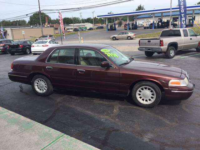 2002 Ford Crown Victoria for sale at KEITH JORDAN'S 10 & UNDER in Lima OH
