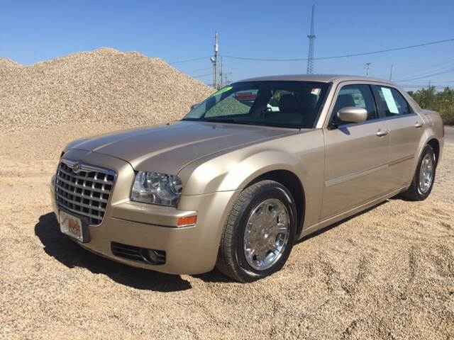 2006 Chrysler 300 for sale at KEITH JORDAN'S 10 & UNDER in Lima OH