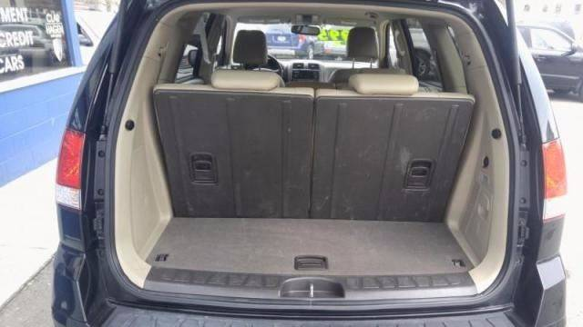 2009 Kia Borrego for sale at Clar Hagen Auto Group in Rochester NY