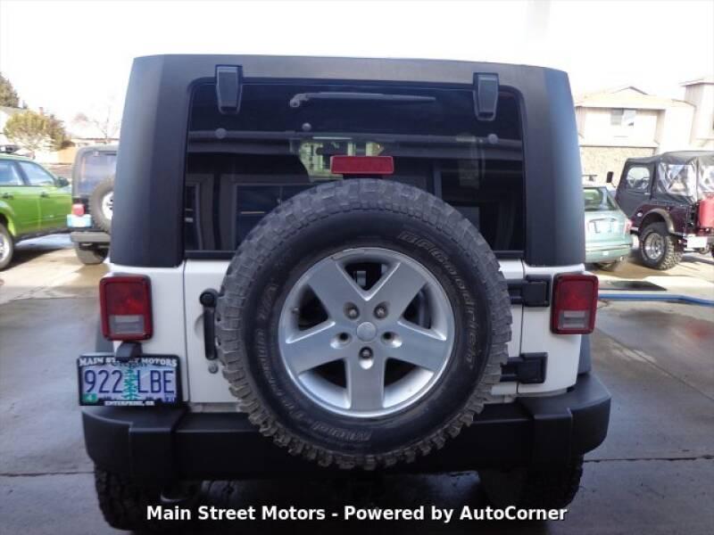 2009 Jeep Wrangler Unlimited Rubicon (image 3)