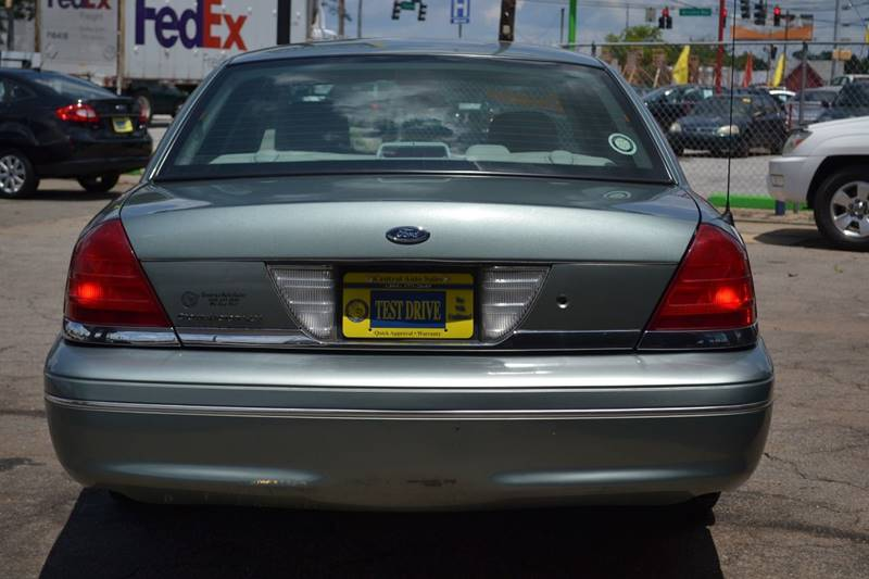 2005 Ford Crown Victoria for sale at CENTRAL AUTO SALES in Decatur GA