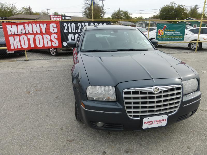 2007 Chrysler 300 for sale at Manny G Motors in San Antonio TX