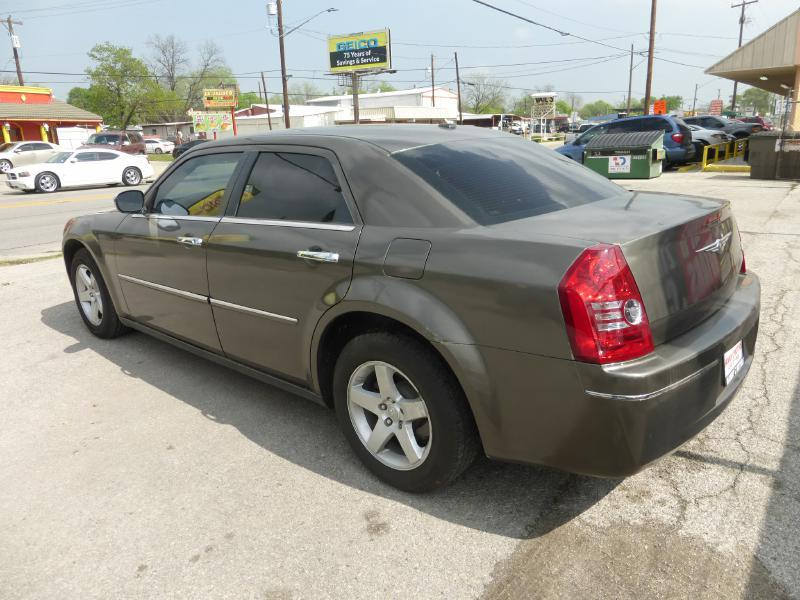 2010 Chrysler 300 for sale at Manny G Motors in San Antonio TX