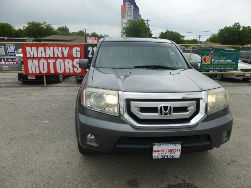 2011 Honda Pilot for sale at Manny G Motors in San Antonio TX