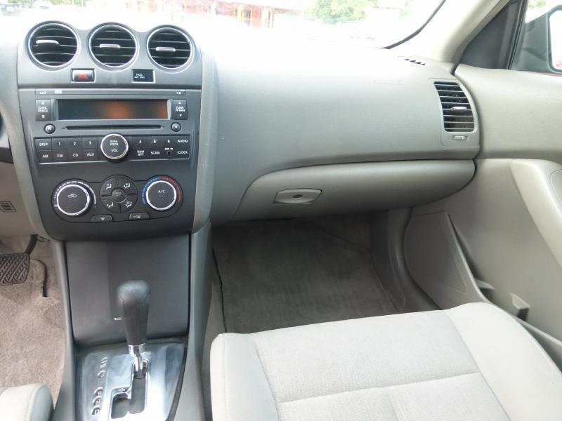 2010 Nissan Altima for sale at Manny G Motors in San Antonio TX