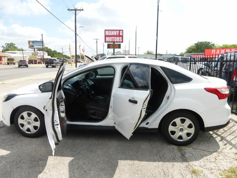 2012 Ford Focus for sale at Manny G Motors in San Antonio TX