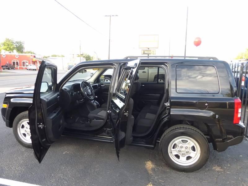 2012 Jeep Patriot for sale at Manny G Motors in San Antonio TX