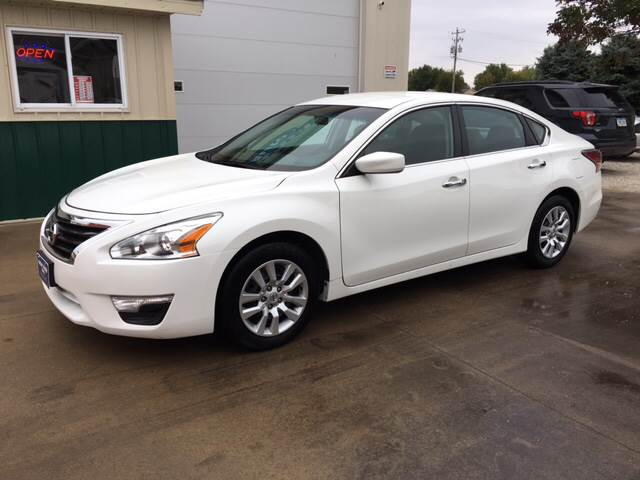 2015 Nissan Altima for sale at New Way Auto in Jefferson IA