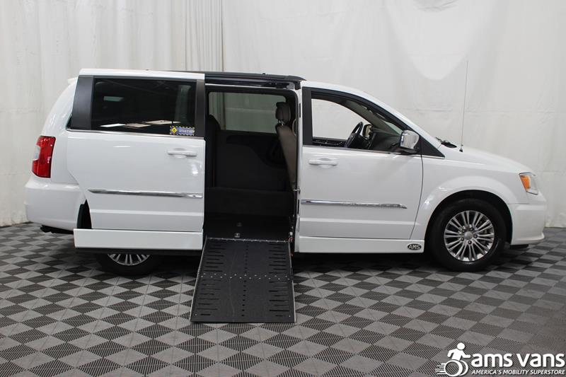2015 Chrysler Town and Country for sale at AMS Vans, Inc. in Tucker GA