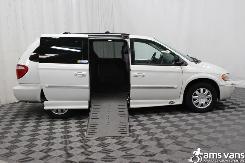 2007 Chrysler Town and Country for sale at AMS Vans, Inc. in Tucker GA