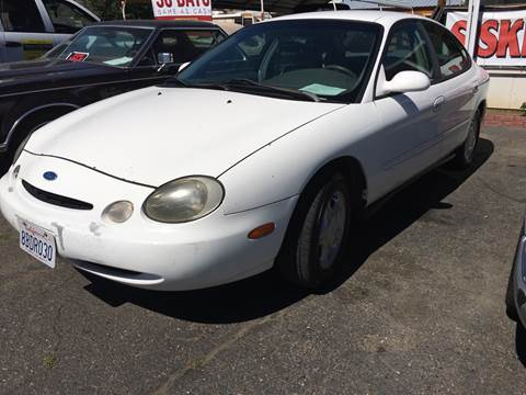 1997 Ford Taurus for sale at Siskiyou Auto Sales in Yreka CA
