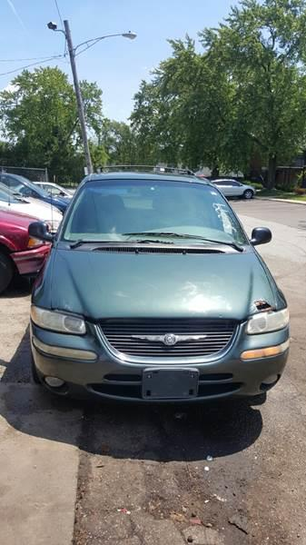 2000 Chrysler Town and Country for sale at Cash Cars Buy Here Pay Here in Chicago IL