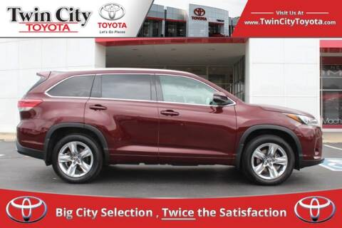 2017 Toyota Highlander for sale at Twin City Toyota in Herculaneum MO