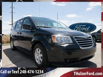 2008 Chrysler Town and Country for sale in Farmington Hills, MI