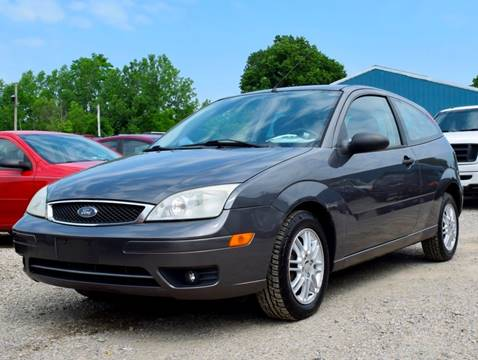2006 Ford Focus for sale at PINNACLE ROAD AUTOMOTIVE LLC in Moraine OH