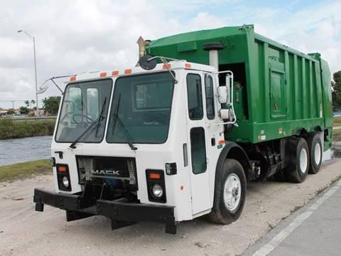 2004 Mack LE600 Garbage Truck for sale in Miami FL