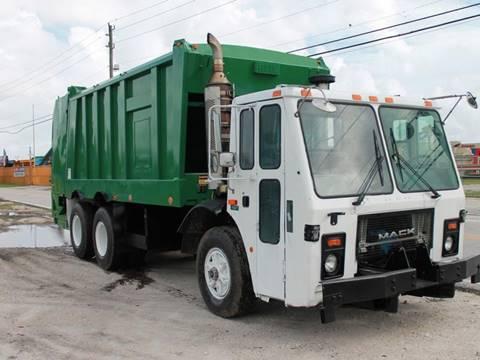 2011 Mack LE600 Garbage Truck