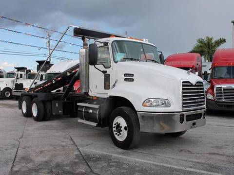 2009 Freightliner Columbia for sale in Miami, FL