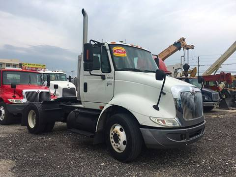 2007 International 8600 Single Axle Daycab for sale in Miami, FL