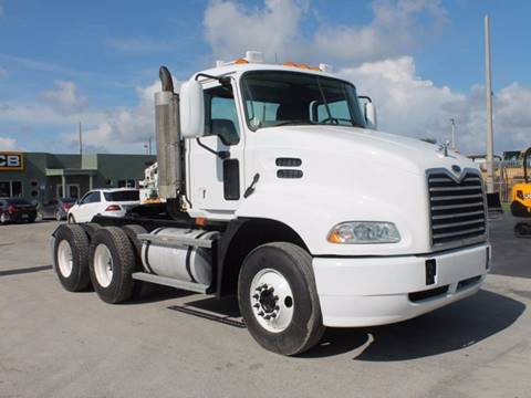 2005 Mack Vision CXN613 Tandem Axle for sale in Miami FL