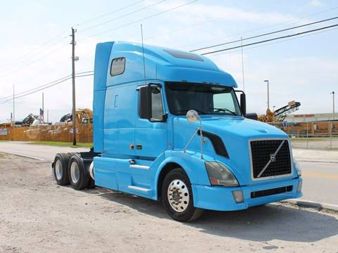 2007 Volvo VN670 Tandem Axle Sleeper for sale in Miami FL