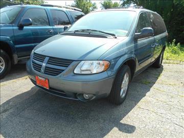 2005 Dodge Grand Caravan for sale at Knowlton Motors, Inc. in Freeport IL