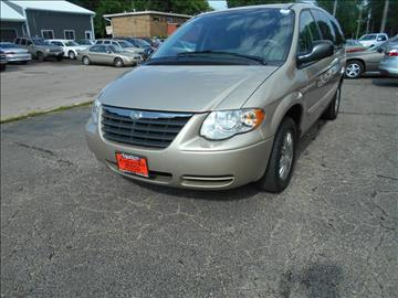 2006 Chrysler Town and Country for sale at Knowlton Motors, Inc. in Freeport IL