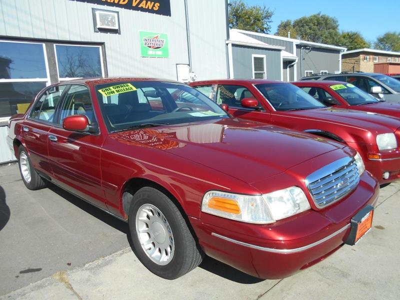 2000 Ford Crown Victoria for sale at Knowlton Motors, Inc. in Freeport IL
