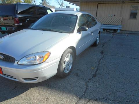 2005 Ford Taurus for sale at Knowlton Motors, Inc. in Freeport IL