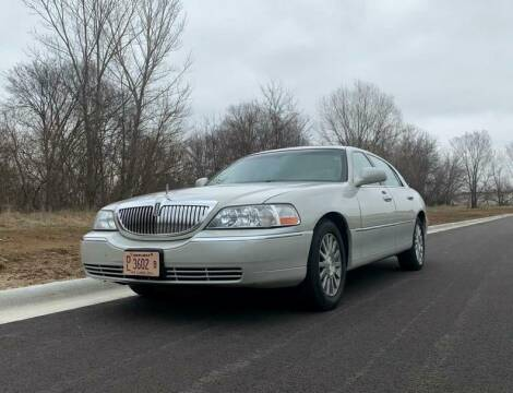 2004 Lincoln Town Car Ultimate for sale at Knowlton Motors, Inc. in Freeport IL