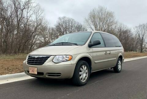 2006 Chrysler Town and Country Touring for sale at Knowlton Motors, Inc. in Freeport IL