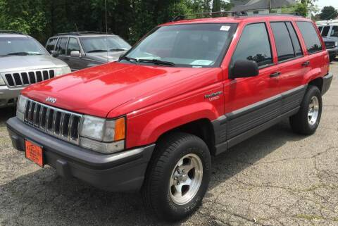 1995 Jeep Grand Cherokee for sale at Knowlton Motors, Inc. in Freeport IL