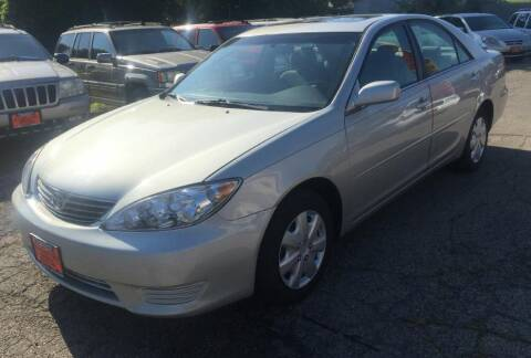 2005 Toyota Camry for sale at Knowlton Motors, Inc. in Freeport IL