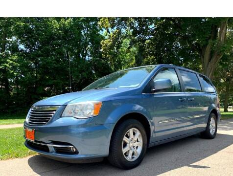 2011 Chrysler Town and Country for sale at Knowlton Motors, Inc. in Freeport IL