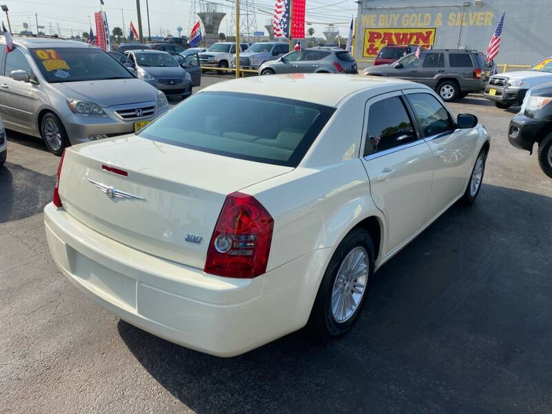 2009 Chrysler 300 LX 4dr Sedan - Kemah TX